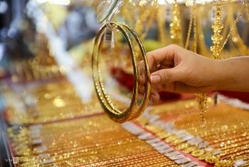 Giá vàng trong nước vượt 56 triệu đồng