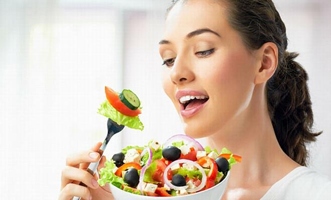 Cấp ẩm cho da từ bên trong qua các loại thực phẩm giàu chất chống oxy hoá.