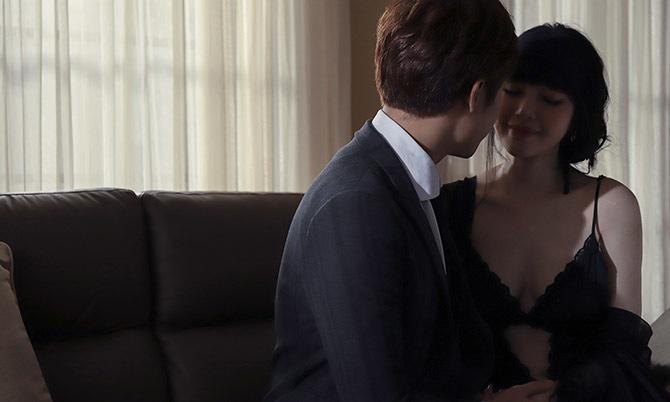 """Elly Trần quay cảnh """"nóng"""" trong MV đầu tay"""