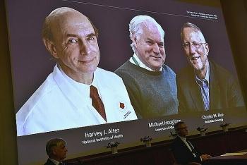 Nobel Y Sinh cho ba nhà khoa học phát hiện virus viêm gan C