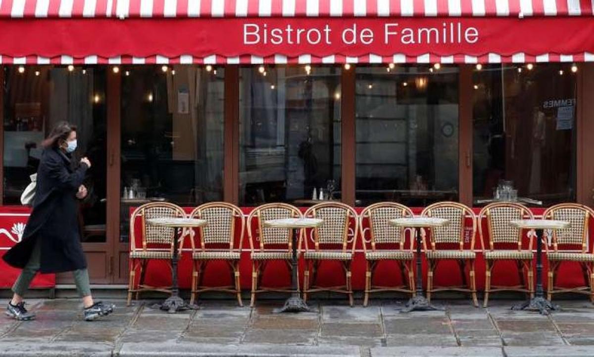 Các quán cà phê tại Paris sẽ phải đóng cửa. Ảnh: Le Monde