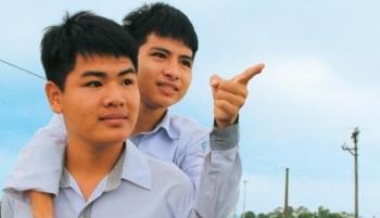 ĐH Y Thái Bình miễn toàn bộ học phí cho nam sinh 10 năm cõng bạn đến trường