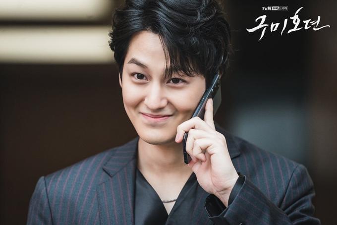 Kim Bum vào vai hồ ly gian xảo, gây sốt với vẻ đẹp trai.