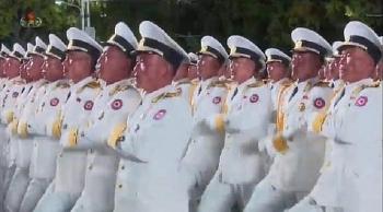 Lễ duyệt binh Triều Tiên: Binh sỹ bật khóc, tên lửa xuyên lục địa mới xuất hiện