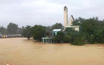 Bão chồng lũ ở Đà Nẵng: 3 người mất tích, 4 tàu chìm, hơn 4.000 nhà bị ngập