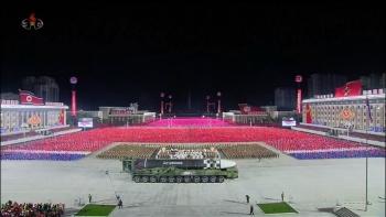 """Trình làng tên lửa """"quái vật"""": Triều Tiên gửi thông điệp gì tới Mỹ?"""