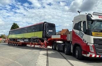 Xe siêu trường chở đoàn tàu Metro về Hà Nội
