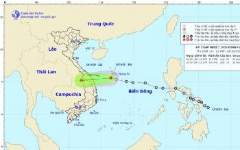 Áp thấp nhiệt đới gây sóng cao tới 4m ở vùng biển Quảng Trị đến Quảng Ngãi