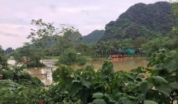 Đi qua đường ngập, 2 cháu bé ở Ninh Bình bị lũ cuốn trôi