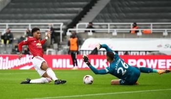 bruno fernandes truot penalty man utd nhoc nhan danh bai newcastle