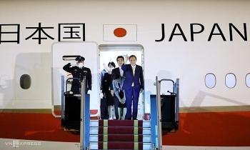 Thủ tướng Nhật Suga đến Hà Nội