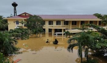 Hai bệnh viện ở Quảng Bình cô lập trong lũ