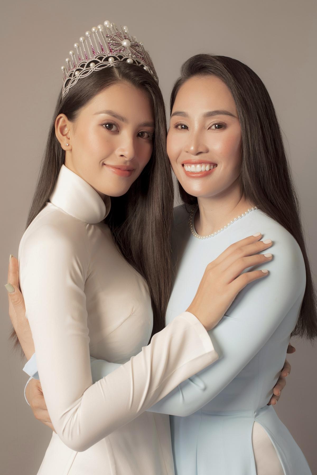 Ngay từ giây phút đăng quang Hoa hậu Việt Nam 2018, Trần Tiểu Vy đã không giấu nổi niềm xúc động của mình, ôm chầm lấy mẹ và khóc. Khi ấy, mặc dù cô hoa hậu nhận được rất nhiều sự quan tâm và ủng hộ từ phía khán giả, nhưng cô đôi lúc vẫn gặp những nguồn dư luận không hay.