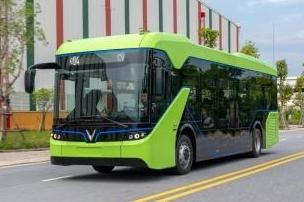 Xôn xao với hình ảnh xe buýt điện VinFast trên đường phố