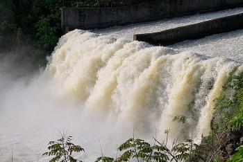Hồ Kẻ Gỗ giảm lưu lượng xả lũ