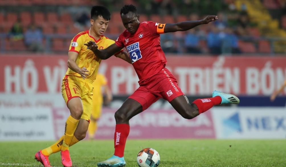 quang nam va hai phong deu thang cuoc dua tru hang v league dien bien phuc tap