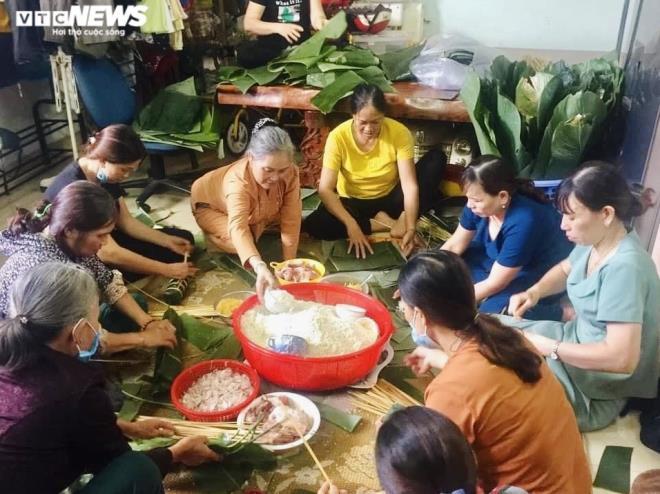 Hàng nghìn 'đòn bánh nghĩa tình' từ Tây Nguyên gửi vùng lũ miền Trung - 1