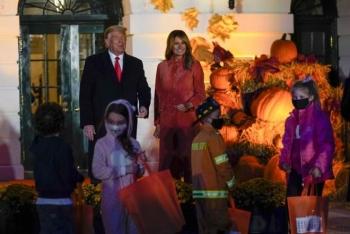 Vợ chồng ông Trump tổ chức tiệc Halloween tại Nhà Trắng bất chấp COVID-19