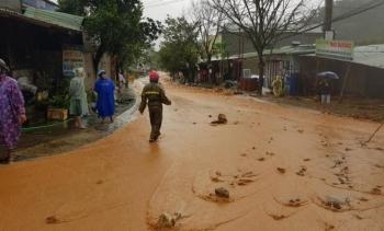Sạt lở kinh hoàng, cả trăm hộ dân miền núi Quảng Nam chìm trong bùn đất