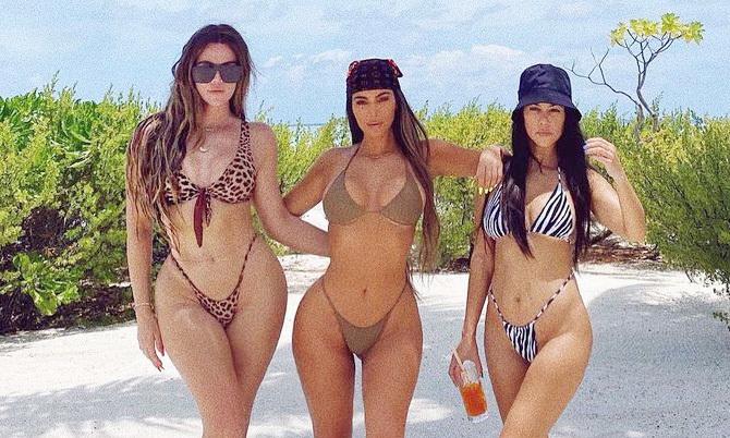 chi em nha kardashian mac bikini khoe duong cong