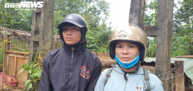 Xót xa cảnh nam sinh lớp 11 ngóng chờ 7 người thân mất tích ở Trà Leng - 1