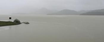 Nước lũ ào ạt đổ về, hồ Kẻ Gỗ lên phương án xả lũ