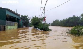 Nghệ An: Hơn 5.000 người bị cô lập, dân thiếu nước sạch, lương thực