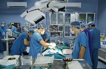 Lần đầu tiên tại Việt Nam ghép ruột từ người cho còn sống