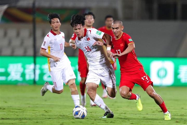 Thủng lưới phút bù giờ, tuyển Việt Nam thua sát nút Trung Quốc