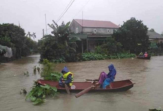 Mưa đặc biệt lớn trút xuống, Hà Tĩnh nhiều nơi ngập trong nước lũ
