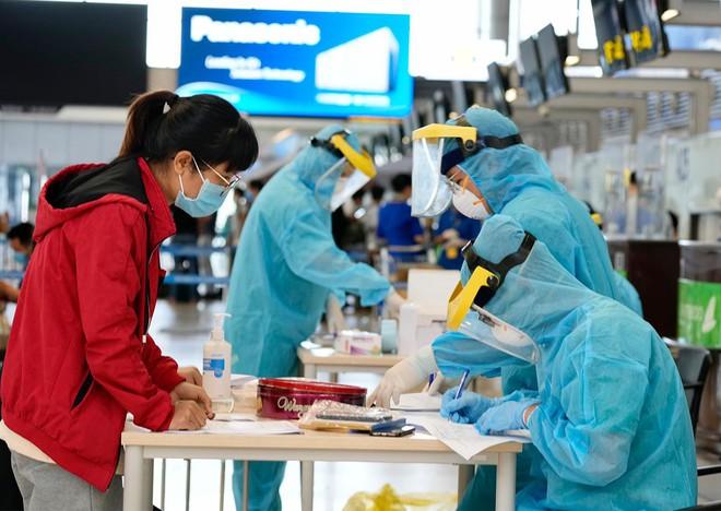 Hà Nội phát hiện 22 ca dương tính trong 1.872 người về từ miền Nam, kêu gọi tuân thủ phòng bệnh