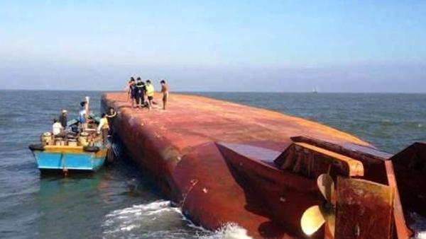Chìm sà lan tại Cần Giờ, 1 người mất tích