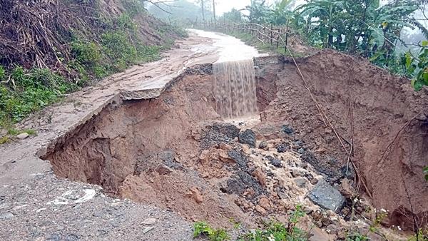 Quảng Nam sơ tán khoảng 2.000 người để tránh lũ, sạt lở đất