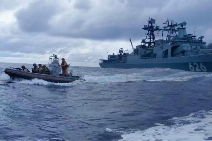 Đang chiếm giữ tàu hàng, cướp biển tháo chạy khi lính thuỷ đánh bộ Nga áp sát