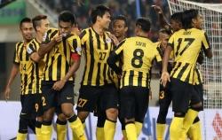loi nguoc dong truoc lao malaysia vuon len dan dau bang a aff cup 2018