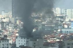 Cháy chung cư mini trên đường Trung Kính, nhiều người hoảng hốt