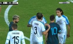 Cavani xác nhận vụ cà khịa với Messi