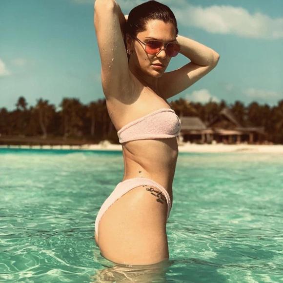 sao hollywood mac nhu khong voi bikini mau nude