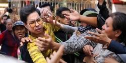 Đoàn người chen lấn, xô đẩy khi Ngọc Sơn phát 10 tấn gạo và 100 triệu đồng