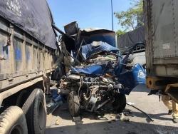5 ô tô tông liên hoàn, phụ xe chết trong cabin biến dạng