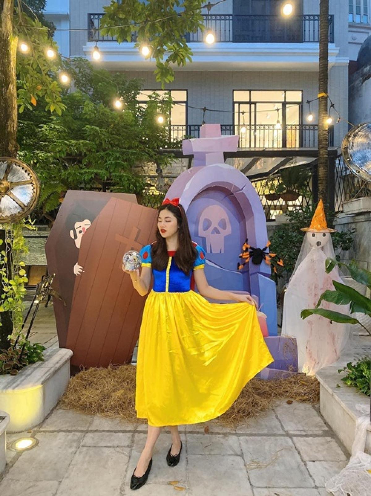 Á hậu Thanh Tú hóa công chúa Bạch Tuyết xinh đẹp.