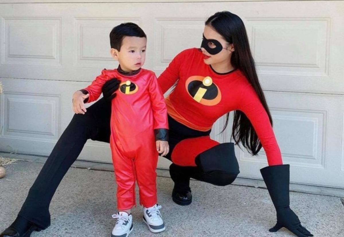 Hoa hậu Phạm Hương và con trai - bé Max đóng vai các nhân vật trong bộ phim hoạt hình nổi tiếng Gia đình siêu nhân.