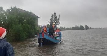 Những người hùng đưa thuyền bơ nan vào tâm lũ dữ cứu dân