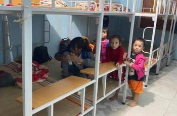 Lo sạt lở đe dọa, dân Trà Leng được sơ tán trước bão số 10