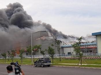 TP.HCM: Đang cháy lớn trong khu công nghiệp Hiệp Phước