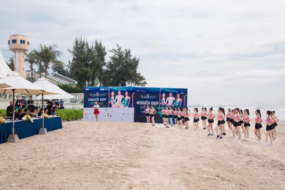 """Ở ngay bãi biển xinh đẹp thành phố Vũng Tàu, ai cũng bất ngờ khi dàn thí sinh tưởng như """"liễu yếu đào tơ"""" lại có thể lực đáng ngưỡng mộ thể hiện rõ qua đường đua từng phần thi."""