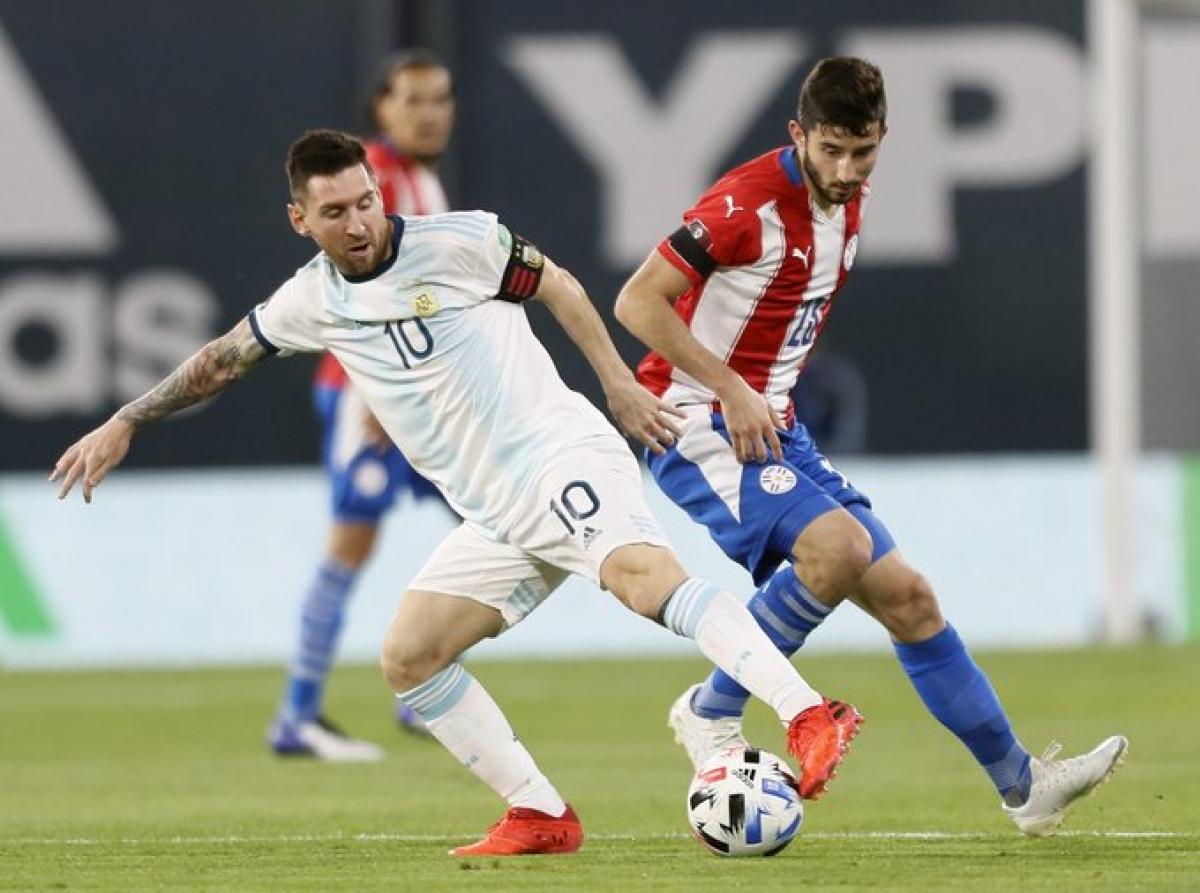 Messi và đồng đội chỉ có được 1 điểm trên sân nhà. (Ảnh: Getty)