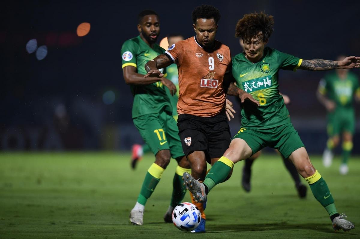 Chiangrai United (áo da cam) sẽ di chuyển đến Qatar để đá nốt các trận còn lại của AFC Champions League 2020. (Ảnh: AFC).