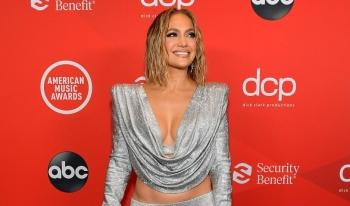 Jennifer Lopez nóng bỏng tại Lễ trao giải American Music Awards 2020