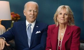 Trump đi chơi golf, Biden ở nhà đón Lễ Tạ ơn